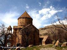 Die armenische Kirche zum Heiligen Kreuz auf der Insel Akdamar im ostanatolischen Vansee; Foto: picture-alliance/dpa