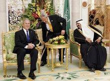 US-Ex-Präsident George Bush bei König Abdallah von Saudi-Arabein in Riad; Foto: AP