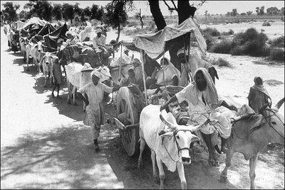 Flüchtlinge während der Ereignisse der Teilung von Britisch-Indien 1947; Foto: Margaret Bourk-White/Quelle: Wikipedia