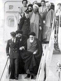 Ayatollah Chomeini in Mehrabad; Quelle: Wikipedia