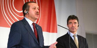 Türkischer Ministerpräsident Erdogan und Nato-Generalsekretär Rasmussen; Foto: AP