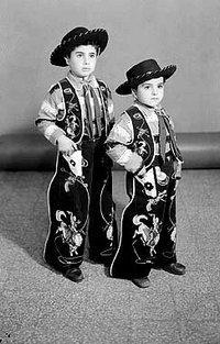 Zwei Jungen verkleidet als Cowboys; Foto: Arab Image Foundation