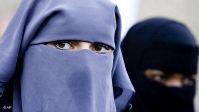 Zwei Nikab tragende Frauen; Foto: AP
