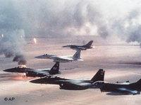 US-Kampfjets über der irakischen Wüste; Foto: AP