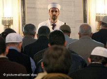 Gebet in der Sehitlik-Moschee am Columbiadamm in Berlin; Foto: dpa