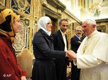 Papst Benedikt mit Muslimen; Foto: AP