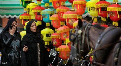 Reich dekorierte Straße während des Ramadan; Foto: AP