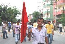 Türkische Demonstranten in den Straßen von Dörtyol; Foto: Ayse Karabat