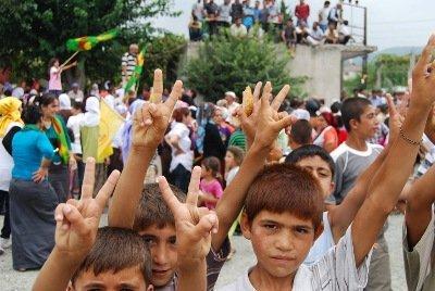 Kurdische Kinder in Dörtyol; Foto: Ayse Karabat