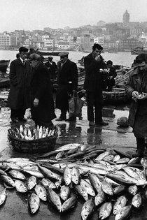 Fischer in Eminönü (1958); Foto: Ara Güler