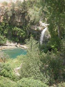 Das Becken an der Quelle des Adonis-Flusses in Afqa; Foto: Mona Naggar