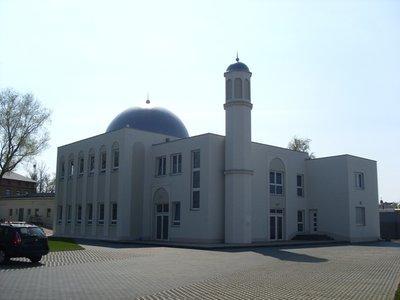 Die Khadija-Moschee der Ahmadiyya Muslim Jamaat in Berlin-Heinersdorf; Foto: Wikipedia