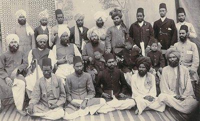Mirza Ghulam Ahmad und seine frühen Anhänger; Foto: Wikipedia