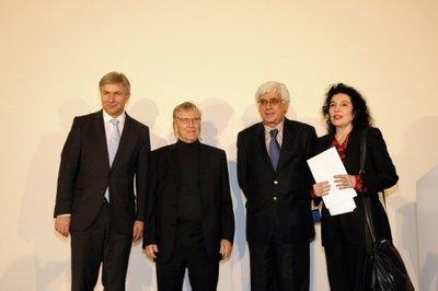 Verleihung des Siegfried Unseld Preises. Von links: Klaus Wowereit, Amos Oz, Sari Nusseibeh, Ulla Unseld-Berkéwicz; Foto: Susanne Schleyer/Suhrkamp Verlag