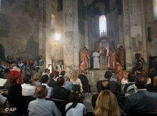 Gläubige beim Gottesdienst in der Heilig Kreuz Kirche, Akdamar/Van; Foto: AP
