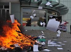 Plünderung der Zentrale der Vaterlandspartei; Foto: AP