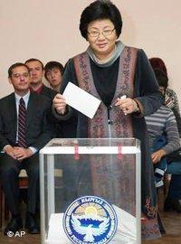 Kirgisische Übergangspräsidentin Rosa Otunbajewa; Foto: AP