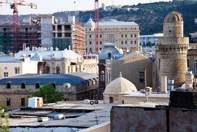 Außenansicht der Juma-Moschee in Baku; Foto: Klaus Heymach
