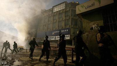 Afghanische Sicherheitskräfte nach einem Anschlag der Taliban in Kabul; Foto: AP/Ahmad Massoud