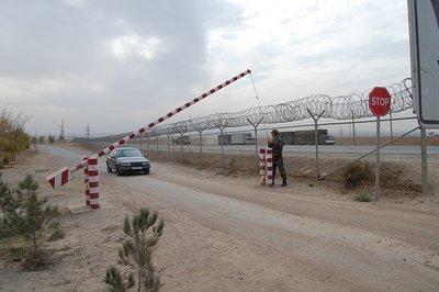 Grenzübergang Nizhny Pjansch; Foto: Edda Schlager