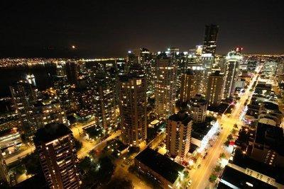 Kanadische Großstadt bei Nacht; Foto: Claus Hage (CC 3.0)