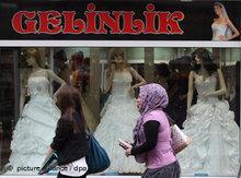 Türkisches Brautmodengeschäft in Duisburg-Marxloh; Foto: dpa