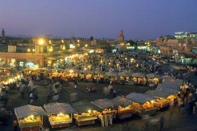 Marktplatz in Marrakesch; Foto: dpa
