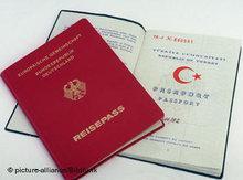 Deutscher und türkischer Pass; Foto: dpa