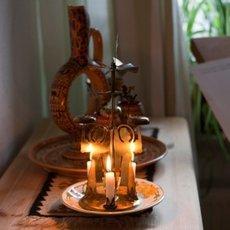 Kerzenleuchter in der Wohnung der Dreesens; Foto: Iris Wolf