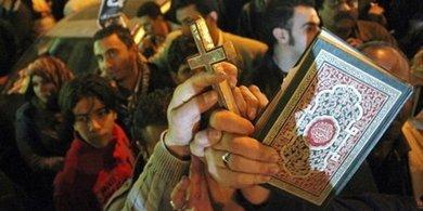 Gemeinsame Kundgebung von Muslimen und Christen in Kairo am 1.1.2011; Foto: dpa