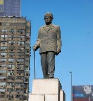 Naguib Mahfuz-Denkmal am Nilufer in Kairo; Foto: Wikipedia