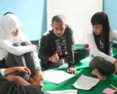 NGO unterrichtet Schüler in Jakarta; Foto: Lyn Parker