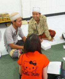 Interreligiöses Gespräch in einer pesantren; Foto: Lyn Parker