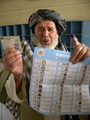 Afghanischer Wähler in Kandahar; Foto: dpa