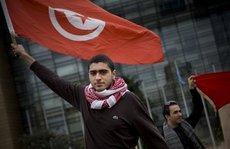 Jugendliche demonstrieren in Tunis gegen das politische System Ben Alis; Foto: AP
