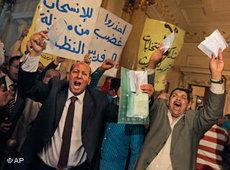 Wafdisten beschweren sich über Wahlmanipulation; Foto: AP