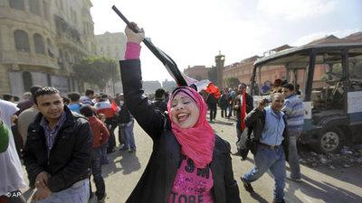 Jubelnde Demonstrantin in Kairo; Foto: AP