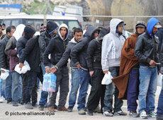 Nordafrikanische Flüchtlinge auf Lampedusa; Foto: dpa
