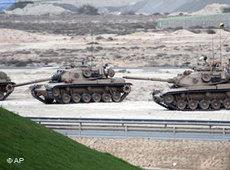 Panzer in Manama; Foto: AP