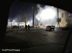 Ausschreitungen und Explosionen in Tripolis; Foto: AP/dapd