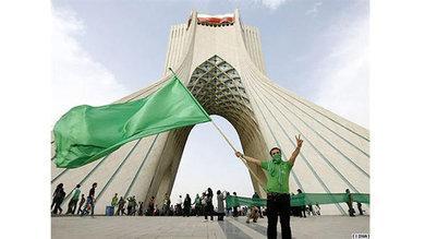 Anhänger der grünen Bewegung auf dem Azadi-Platz in Teheran; Foto: DW