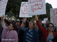 Tunesierinnen demonstrieren gegen drohenden Machtzuwachs der Islamisten in Tunis; Foto: DW