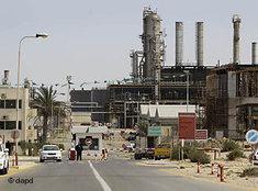 Erdölraffinerie im libyschen Zawiya; Foto: dapd