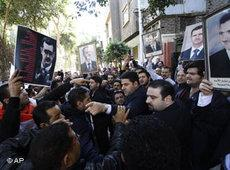 Proteste gegen den syrischen Präsidenten Al-Assad in Kairo; Foto: AP