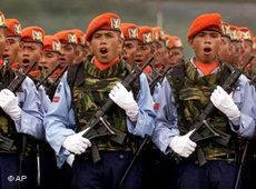 Einheiten der indonesischen Armee; Foto: AP