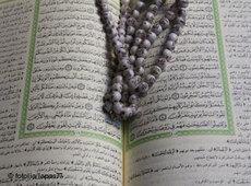 Gebetskette auf Koran; Foto: &copy DW