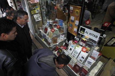 Schaufenster einer Buchhandlung in Tunis; Foto: AP