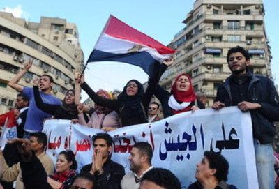Demonstranten in Kairo fordern freie Wahlen in Ägypten; Foto: dpa
