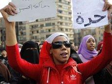Demonstrantin in Kairo fordert Freiheit; Foto: AP