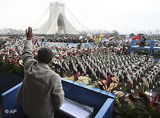 Der iranische Präsident Ahmadinedschad bekundet am Jahrestag der Revolution von 1979 seine Unterstützung für den ägyptischen Protest